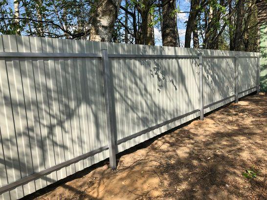 Забор из профнастила и рабицы